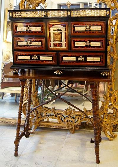 Fine spanish baroque period bargue o vargue o for Spanish baroque furniture