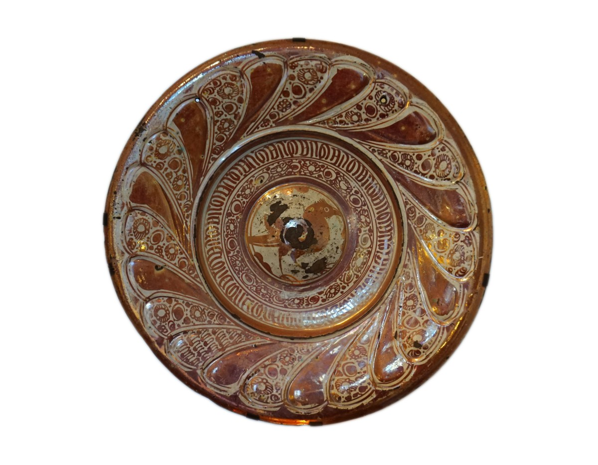 Large, Rennaisance period Hispano-Mauresque ceramic plate