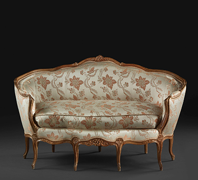 French, Louis XV period petite canapé corbeille