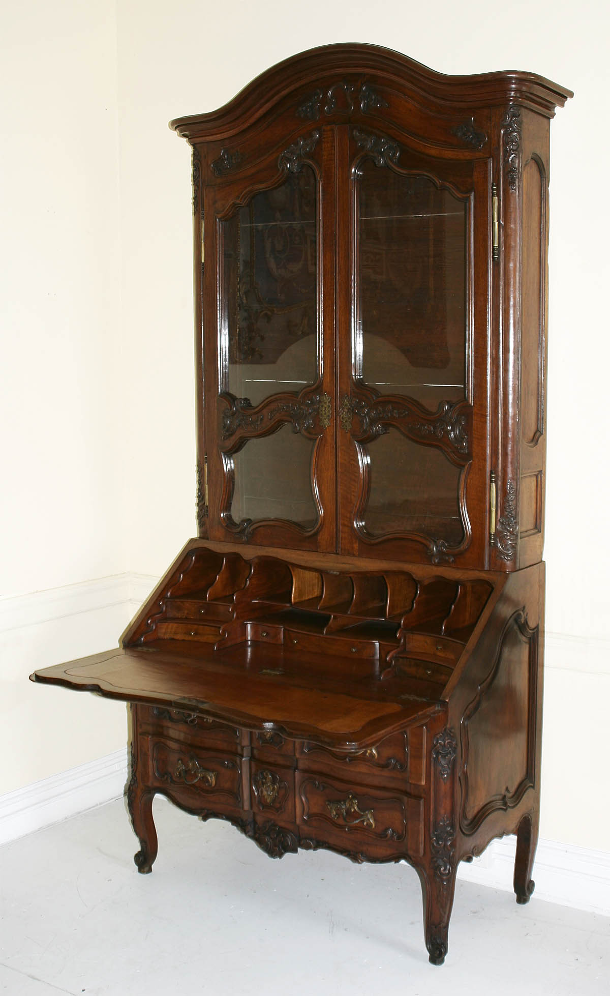 Very fine, French provincial, Regence period secretaire en bibliotheque