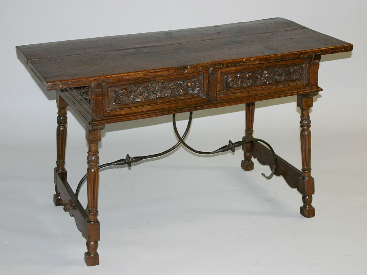 Late renaissance spanish credenzia table for Table in spanish