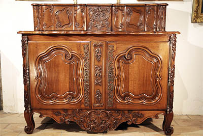 Buffet á glissant - Antique Furniture Glossary